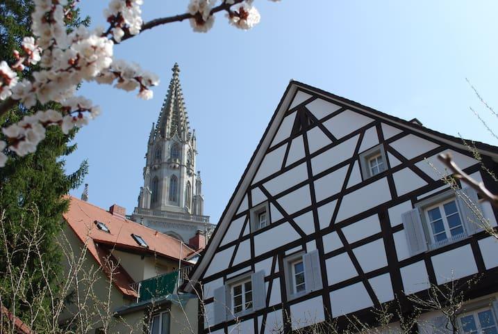 Zi. 1: Fachwerkhaus am Münsterplatz, 5 Min zum See - Konstanz - Rumah