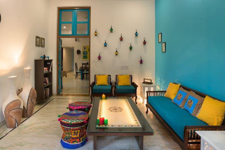 Live near The Taj Mahal - Agra - Villa