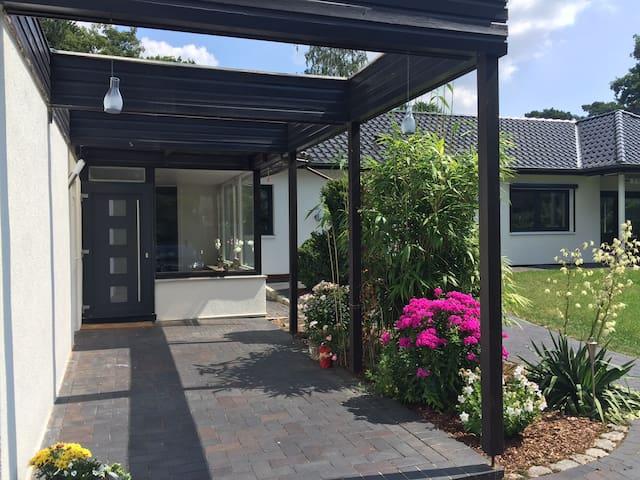 "Gästewohnung 3 Zimmer, 60qm, in ""Sunny Bungalow"" - Wedel"