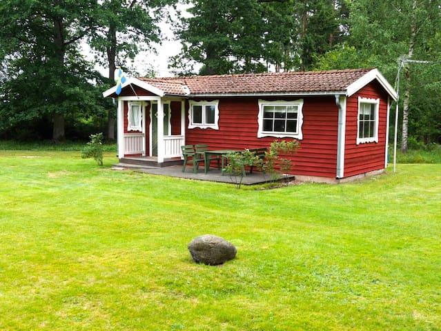 Nice cottage in beautiful nature near lake - Växjö N - Casa de campo