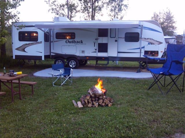 LETS GO OUTBACK, rv camper rental - Frankfort - Camper