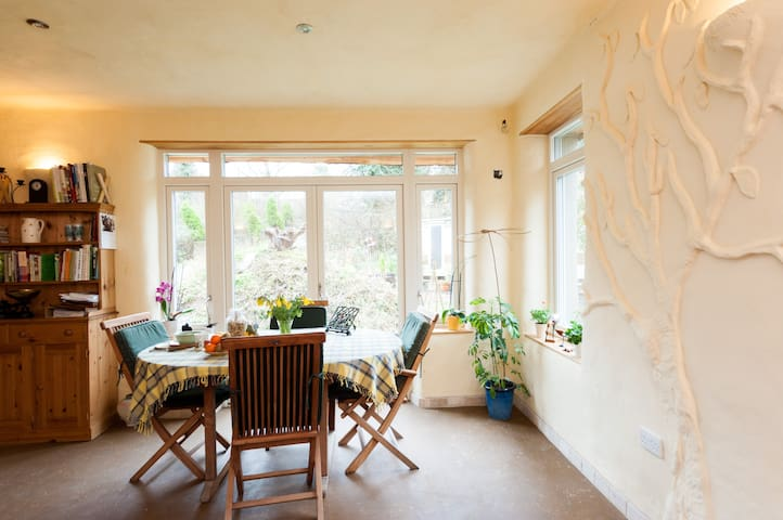 Spacious, bright & warm  Straw-bales Eco House - Stoke Ferry - Huis