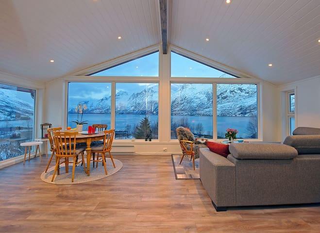 Upstairs apartment-3 bedrooms - Tromsø