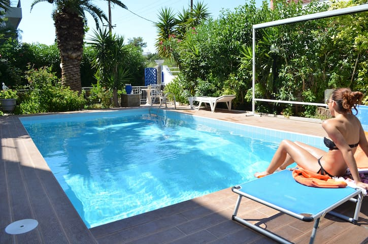 House with swimming pool and garden - Alimos - Hus