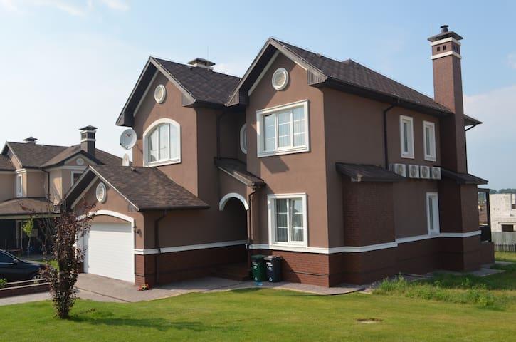 Beautiful And Spacious House in Green Hills - Vita-Poshtova