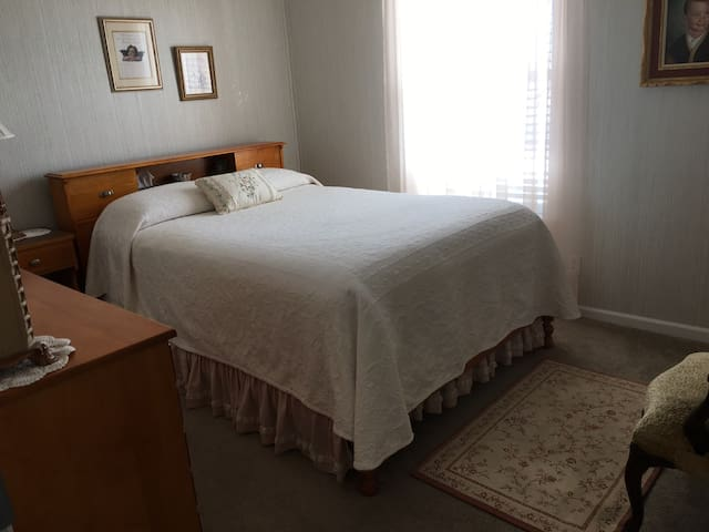 Comfy Bedroom - Quiet Country (1 of 2 avail rooms) - Kirksville - 一軒家