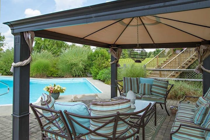 Stunning Home-Resort Pool Area*View - Lagrangeville - Casa