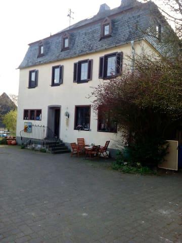 Zimmer mit Blick in den Naturgarten - Ober Kostenz, Rheinland-Pfalz, DE - Bed & Breakfast