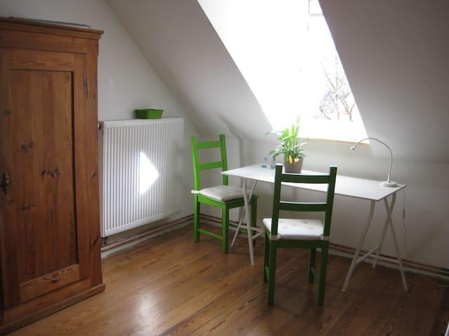 Gemütliche Wohnung unterm Dach - Kandern - Hus