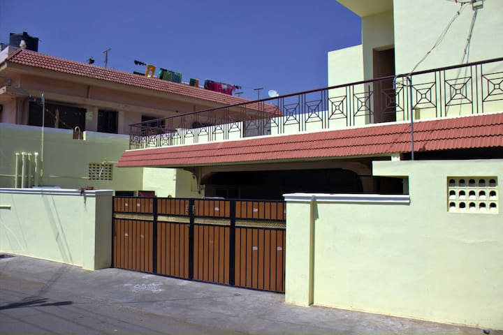 AC Room(Female Only)incl B/F,Lunch & Dinner - Coimbatore - Huis