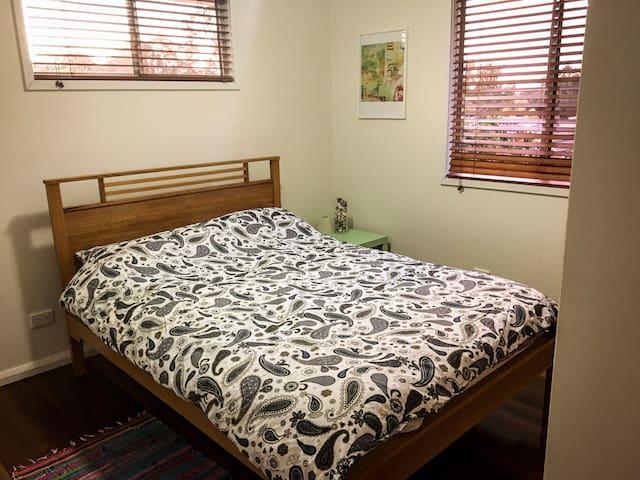 Lovely room in a travellers home - Bracken Ridge
