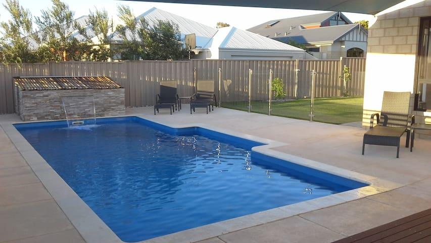 Amaroo Luxury apartment with sea views - Singleton - Serviced apartment
