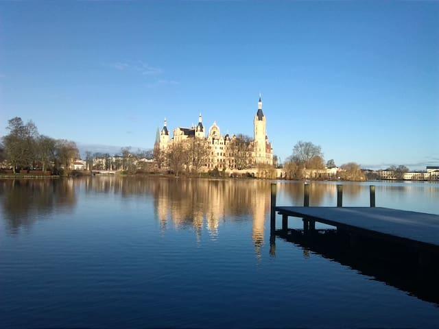 Idyllische Ferienwohnung am See - Schwerin - Huis