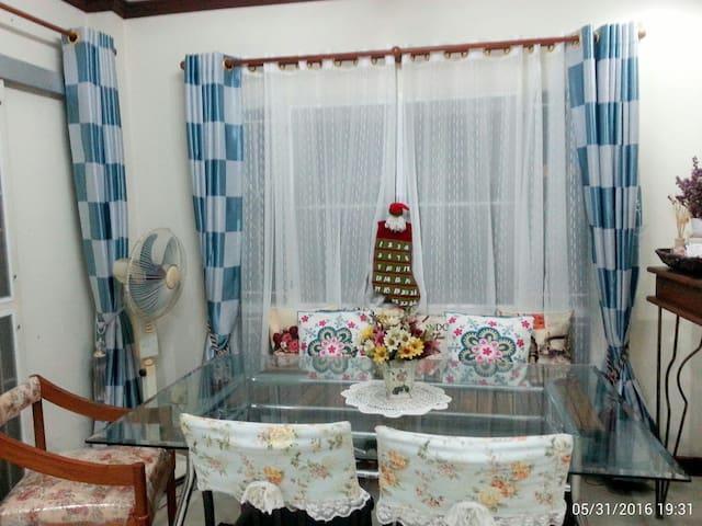 สองห้องนอนอบอุ่นพร้อมที่จอดรถ - Huai Khamin