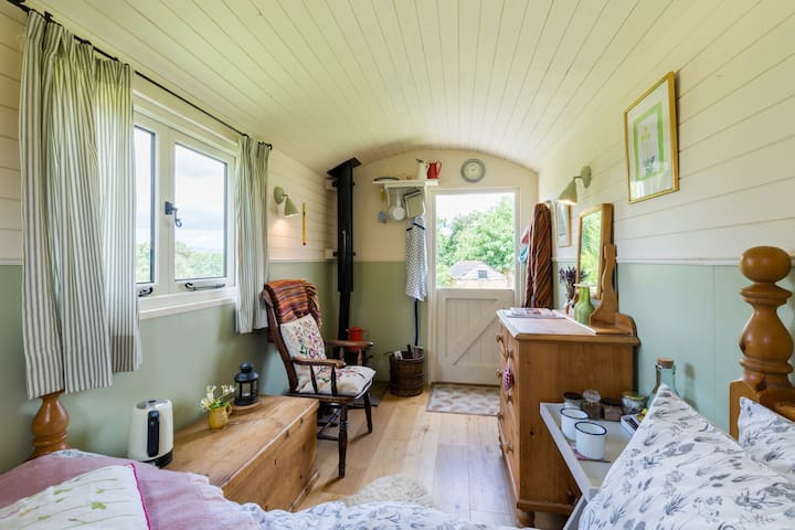 Cosy shepherd hut with woodburner. - Newent  - Hut