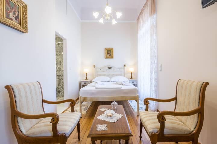 Neoclassical apartment for 2 people in Piraeus - Pireas - Lägenhet