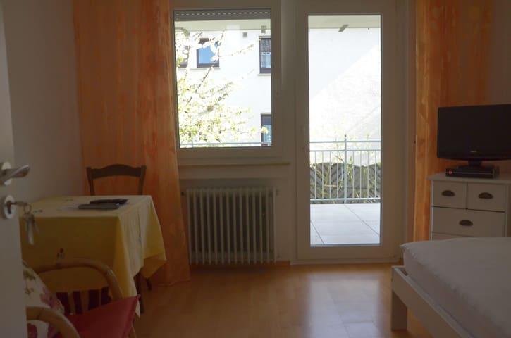 Ferienzimmer 2 Winnenden, Wohnen unterm Kirschbaum - Winnenden - Rumah