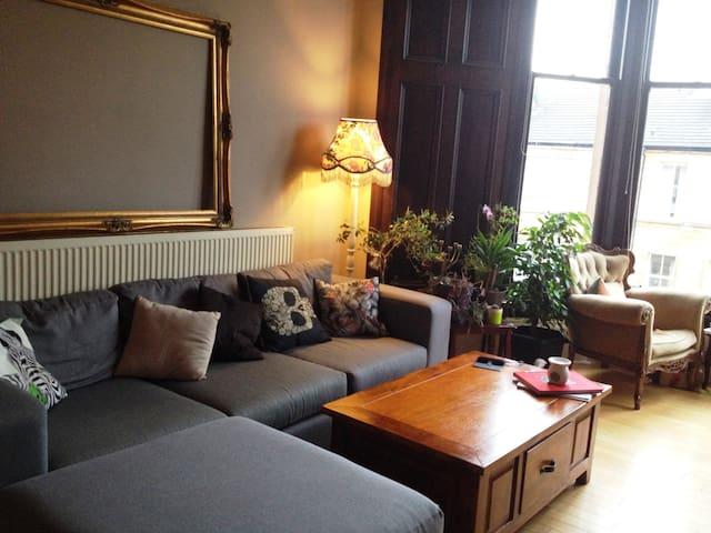Spacious Bright Victorian Apartment in Hip Area - Glasgow - Daire