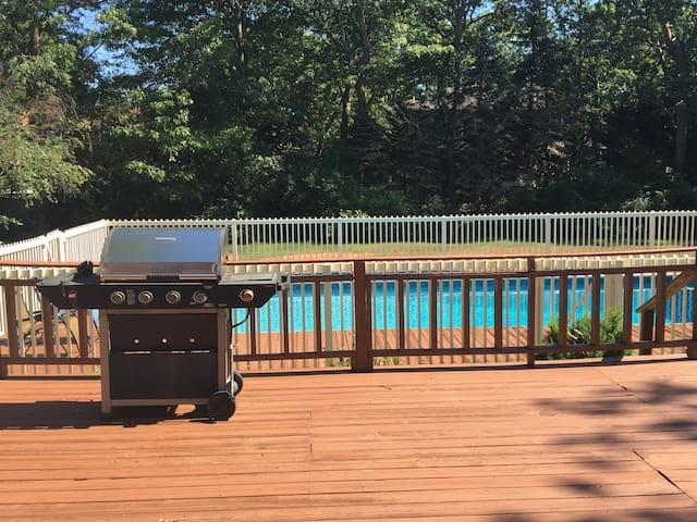 Hamptons getaway with a pool - East Quogue