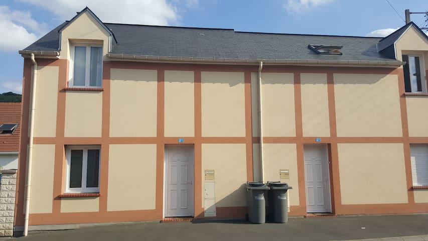 Maison de ville contemporaine de 2009 avec cours - Malaunay