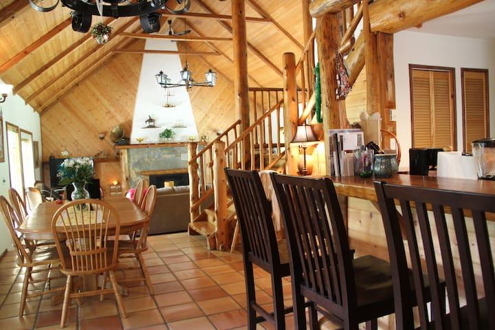 Lodge Style home on beatiful Gabriola Island - Gabriola