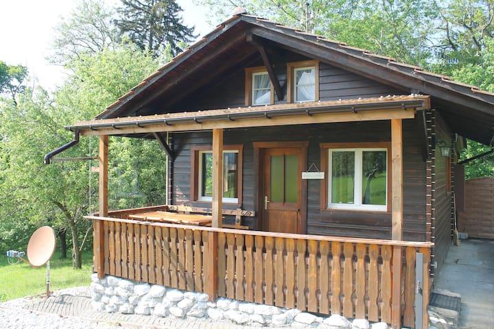 Schönes kleines Haus im Grünen - Giffers - Rumah