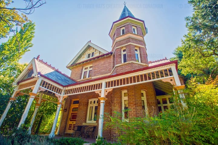 A Stately Victorian Residence - Goulburn - Hus
