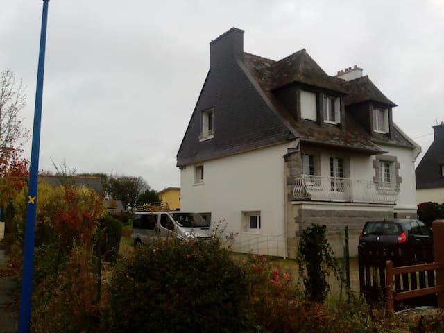 Belle chambre dans maison, proche Brest-Gouesnou - Plabennec - House
