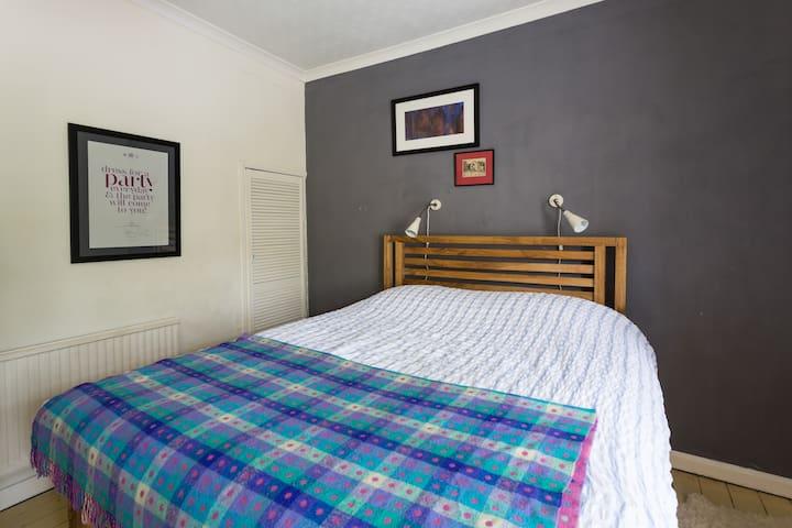 Beautiful King Size Master Bedroom - Sheffield - Rumah