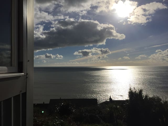SeaHut, secluded cabin with an amazing view - Downderry - Stuga
