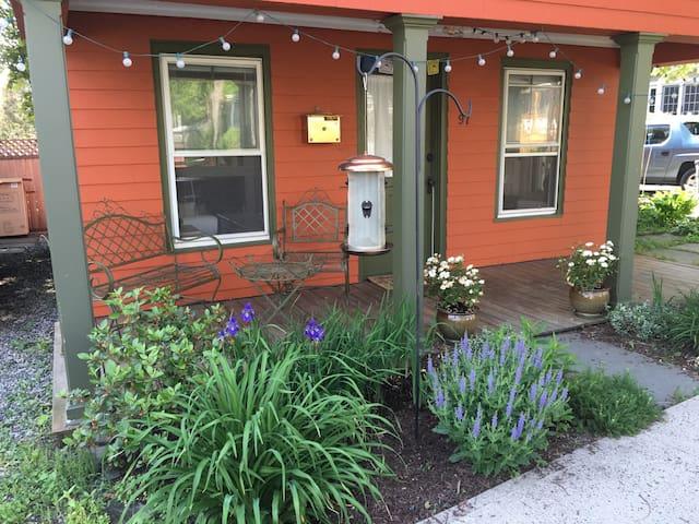 Charming Original Nyack Cottage - Nyack