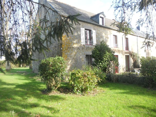 4 chambres de 2 à 3 perso proche Mont-Saint Michel - Rimou - Hus