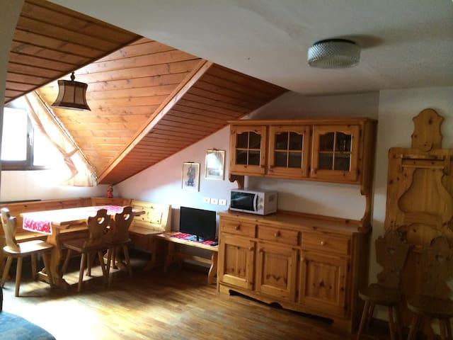 Tipica mansarda vicina ad impianti - Corvara In Badia - Departamento