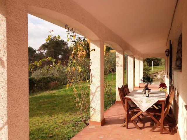 An independent flat with private garden - Montecarlo