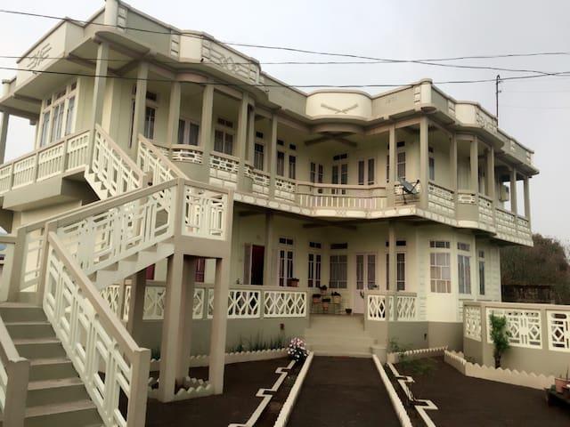 Emily and Sankrita's  Homestay at Mawsynram - East Khasi Hills - Casa