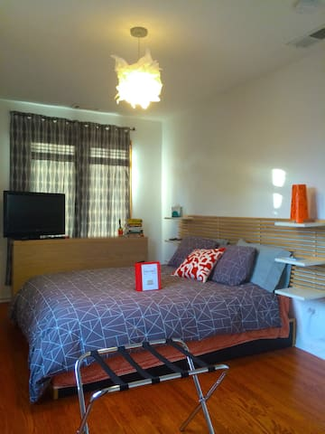 Modern 1-2 Bedrooms & Private Bath in Evanston - Evanston - Bed & Breakfast