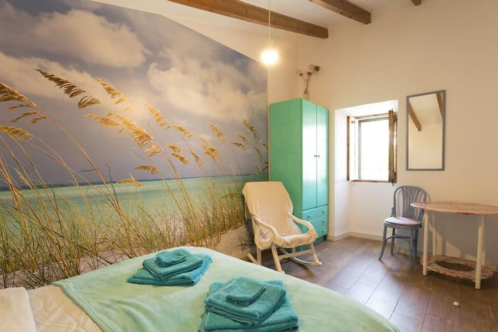 Beachroom in the middle of the island with WiFi - Biniamar - Byt