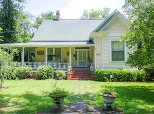 Southern Charm Cottage - Aiken
