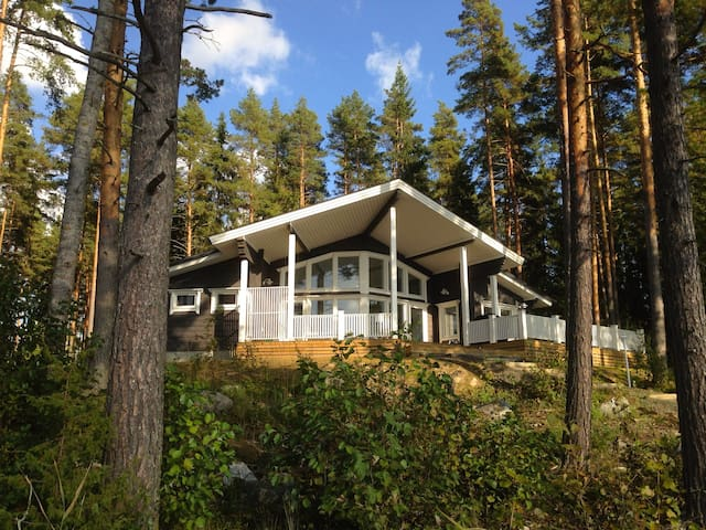 Quality log villa by the lake side! - Hämeenlinna - Villa