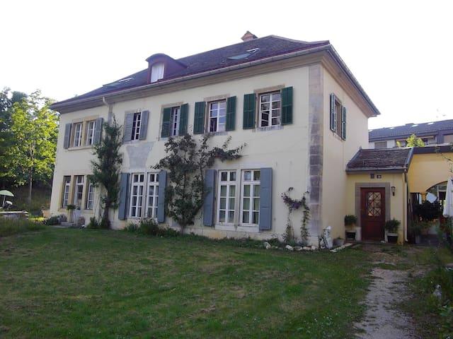 charmantes chambres d'hôtes dans maison de maître - La Chaux-de-Fonds - Appartement