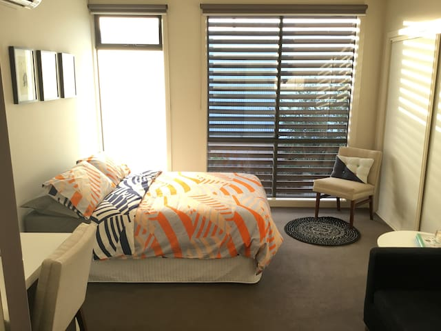 Perfect retreat in Melbourne's quirky Yarraville - Yarraville - Rumah bandar
