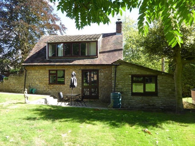 Cotswold stone cottage for Cheltenham Races - Beckford