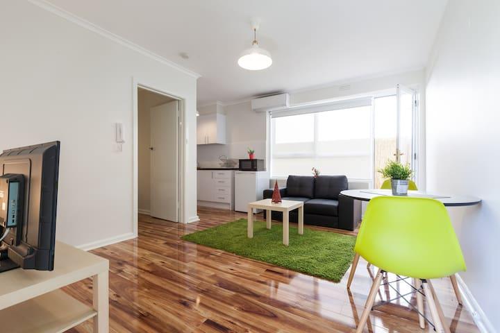 1 bdr with a Courtyard Murrumbeena - Murrumbeena - 公寓