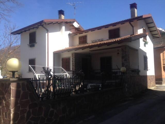 VILLA OTTIMO STATO AMATRICE - Amatrice - Villa