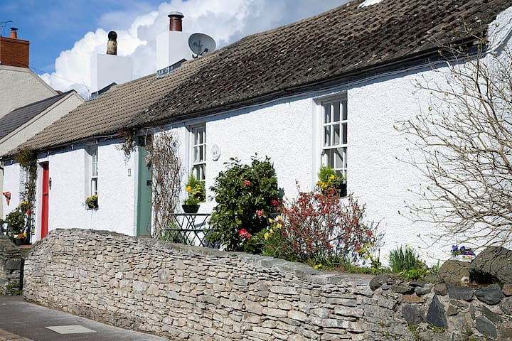 "Quaint and cosy ""Lilac Tree"" Cottage, Greyabbey - Greyabbey - Huis"