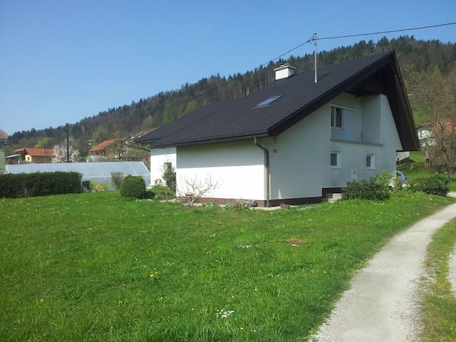 Village crib - Spodnji Hotič - Huis