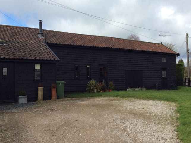 Barn conversion in rural location near Diss - Roydon - House