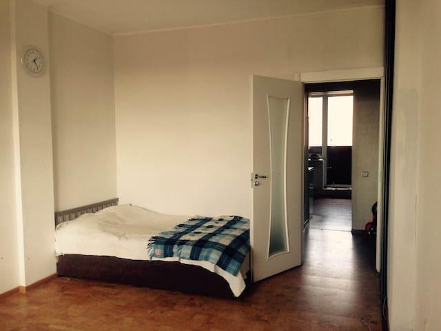 уютная квартира у парка - Kudrovo - Apartamento