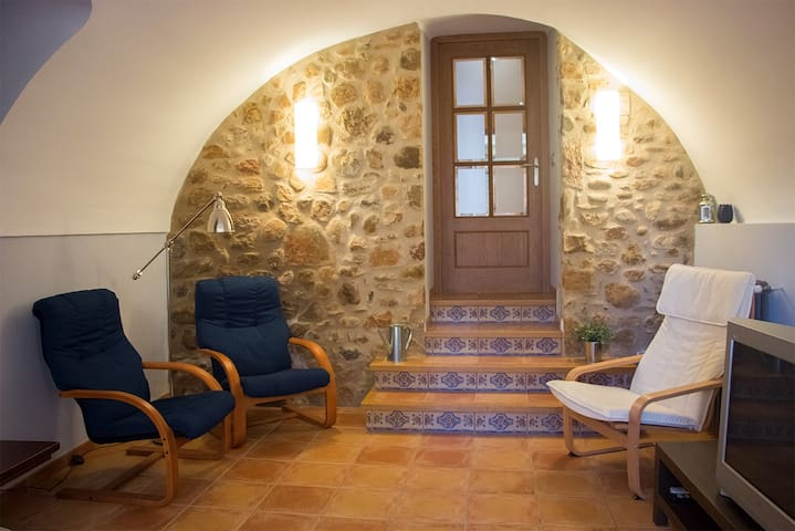 A cozy house close to Girona - Esponellà - Hus