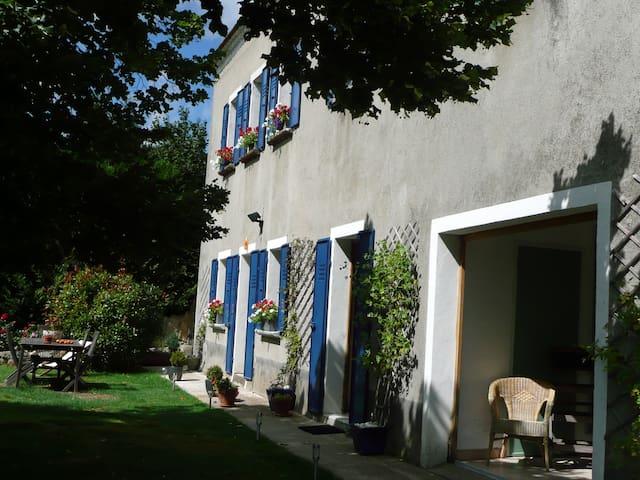 Mas du Tilleul Chambres hôtes - Saint-Étienne-de-Lugdarès - Bed & Breakfast